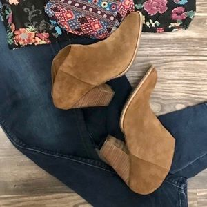SZ 10 Dolce Vita ankle booties.